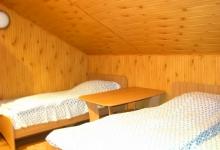 кімната виконана із натурального дерева