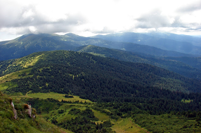 Вид з Петроса на Чорногірський хребет