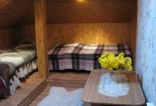 кожне ліжко покрите карпатським хутряним покривалом