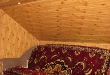 диван як додатковий аксесуар для кімнати відпочинку